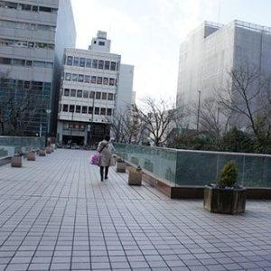07) まっすぐ進みますと大通りに出ます